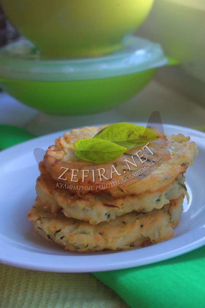 Оладьи из кабачков с чесноком - рецепт и фото