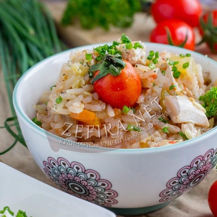 Сочный рис с курицей и кабачками