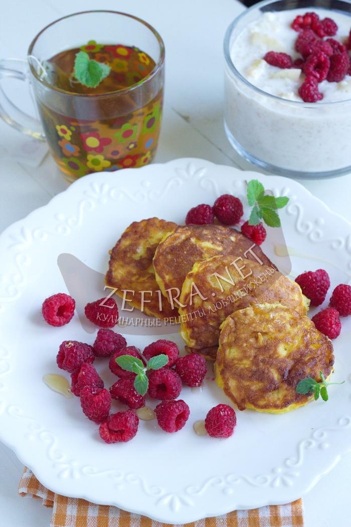 Яблочные бисквитные оладьи - рецепт и фото