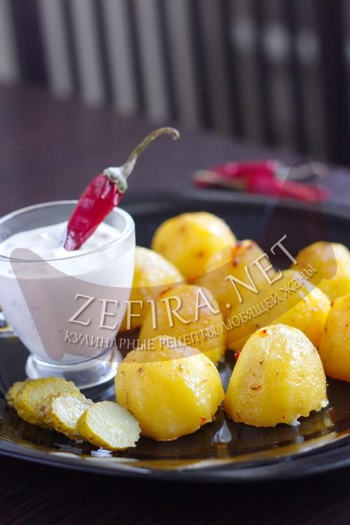 Румяный запеченный в духовке картофель - рецепт и фото