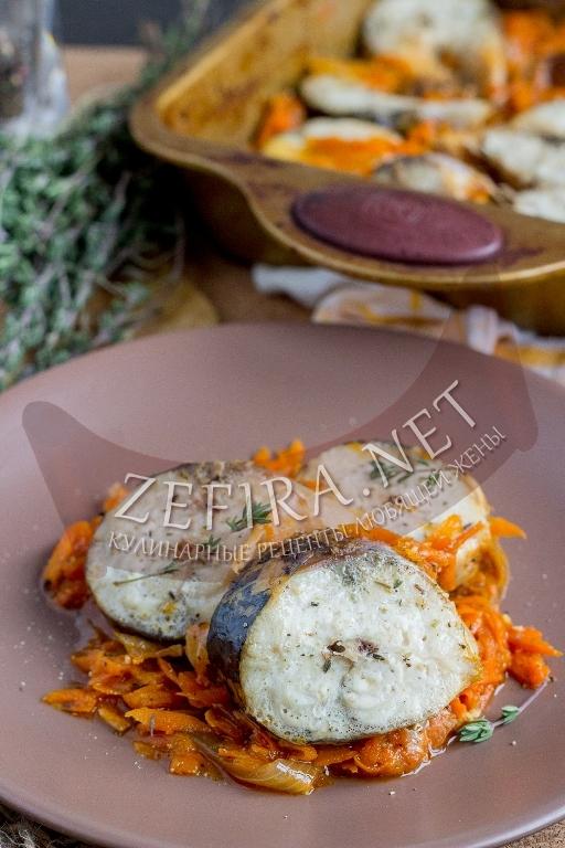 Скумбрия в духовке с морковью и луком - рецепт и фото