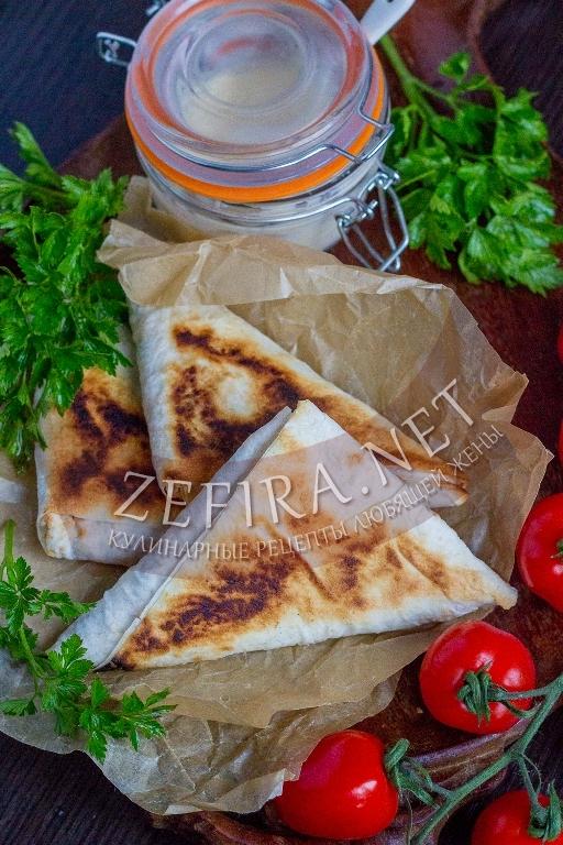Жареный лаваш с начинкой из курицы и грибов - рецепт и пошаговые фото