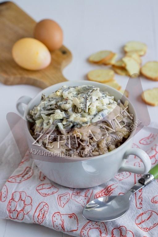 Салат из морской капусты с яйцом и сыром - рецепт и фото