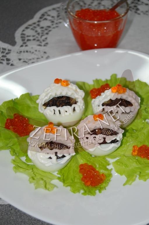 Фаршированные яйца с грибами – оригинальная праздничная подача