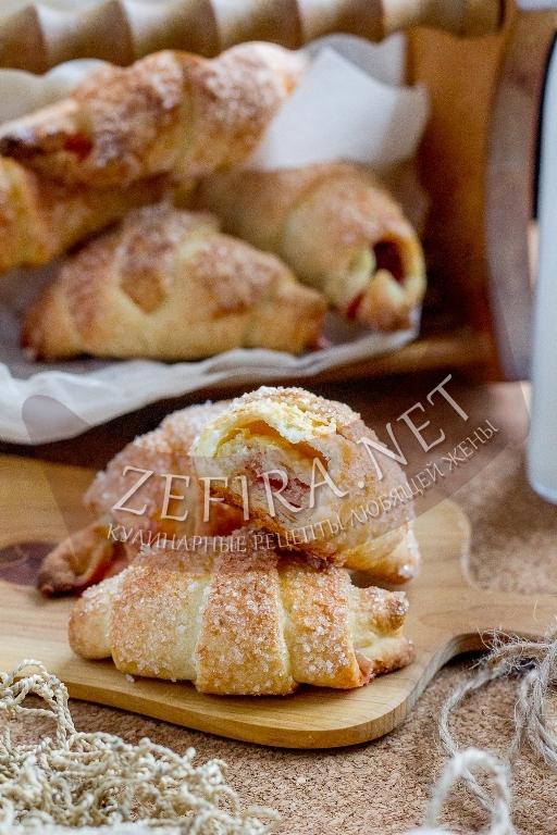 Рогалики на дрожжах, маргарине и сметане с мармеладом - рецепт и пошаговые фото