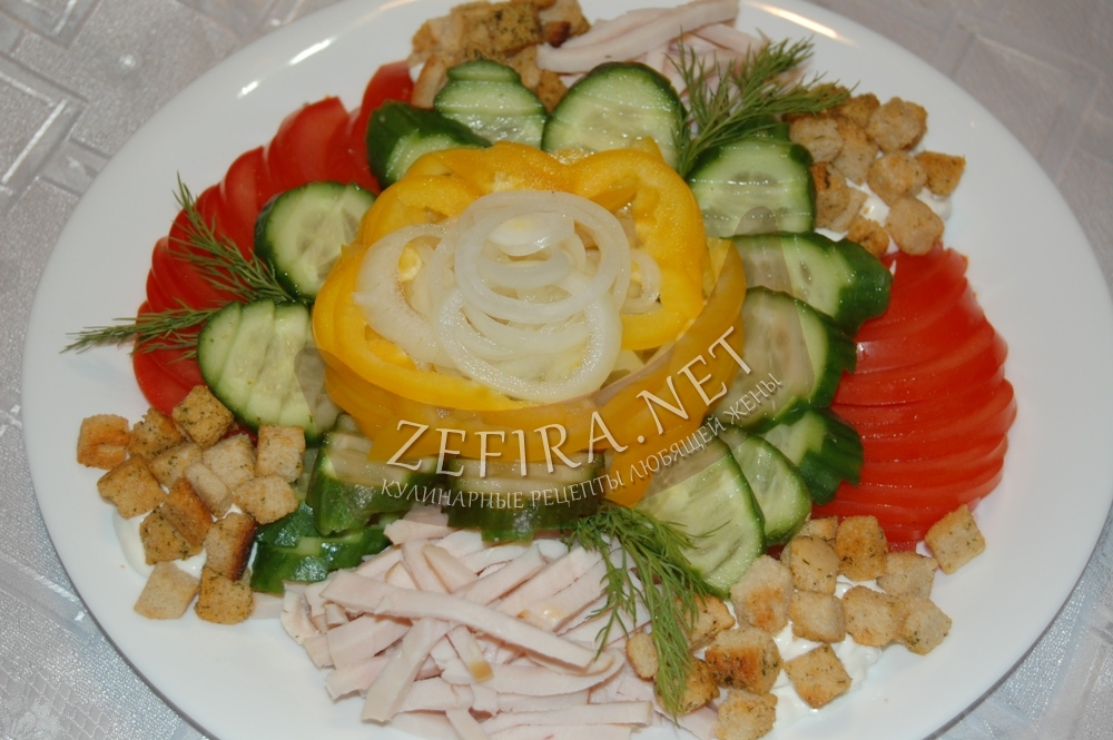 Простой рецепт вкусного салата с сухариками для новогоднего стола