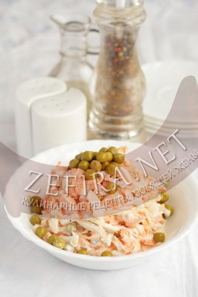 Простой рецепт вкусного салата из крабовых палочек и кальмаров - рецепт и фото