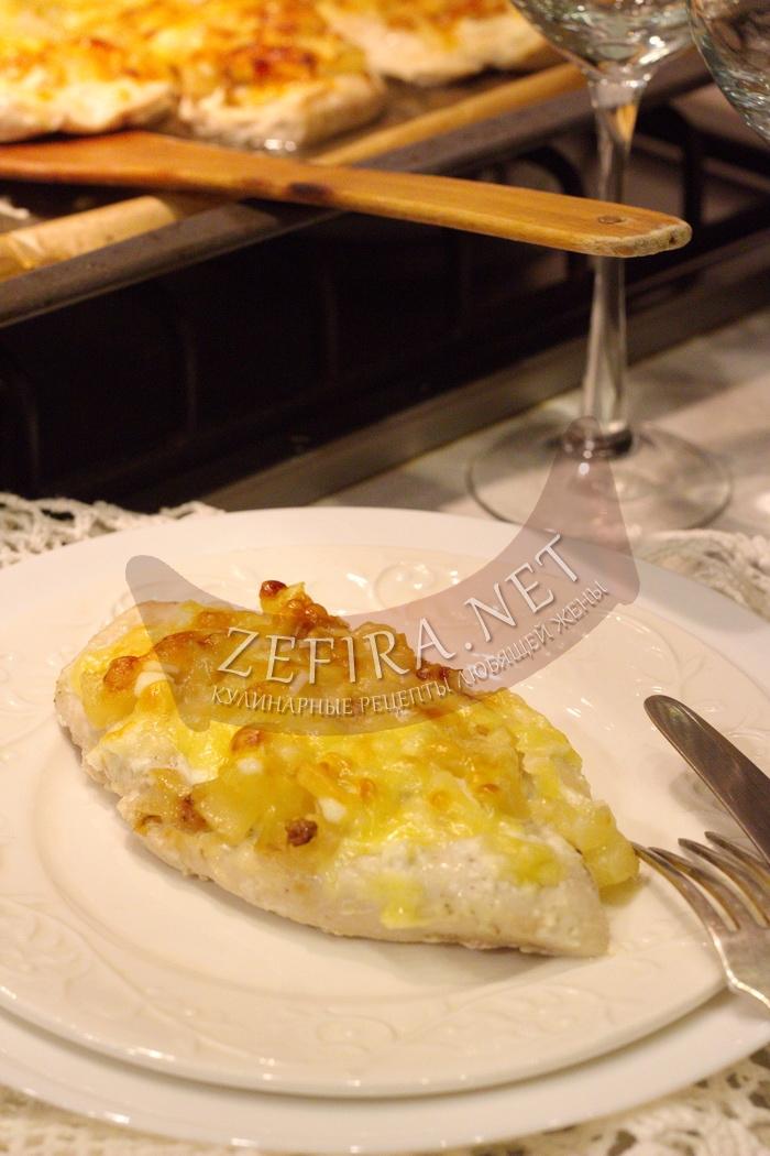 Очень вкусная курица с ананасами в духовке - рецепт и фото