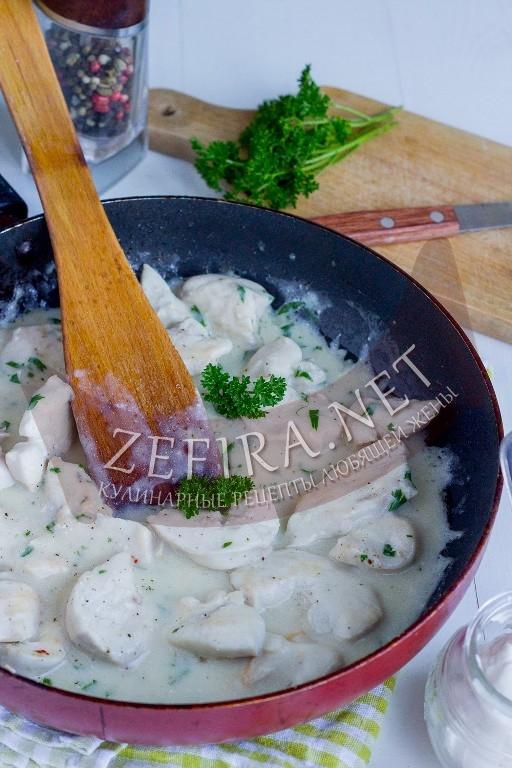 Куриное филе в сметанном соусе - рецепт и пошаговые фото