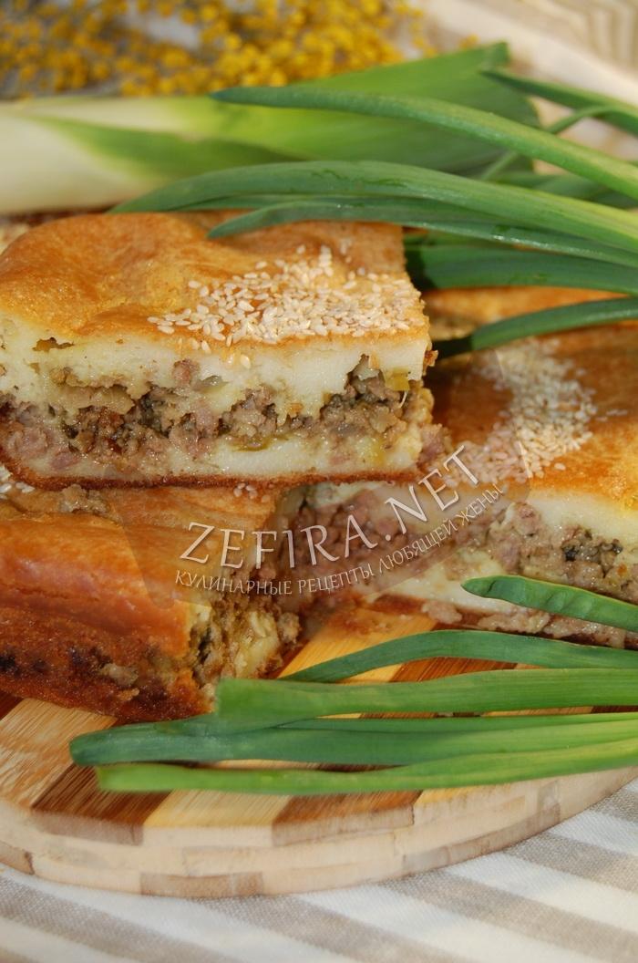 Простой пирог на кефире с фаршем - рецепт и фото