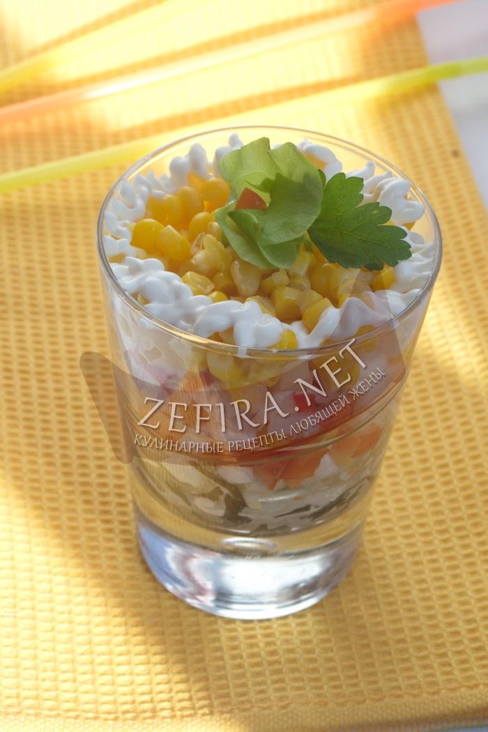 Простой салат с крабовыми палочками и морской капустой - рецепт и фото