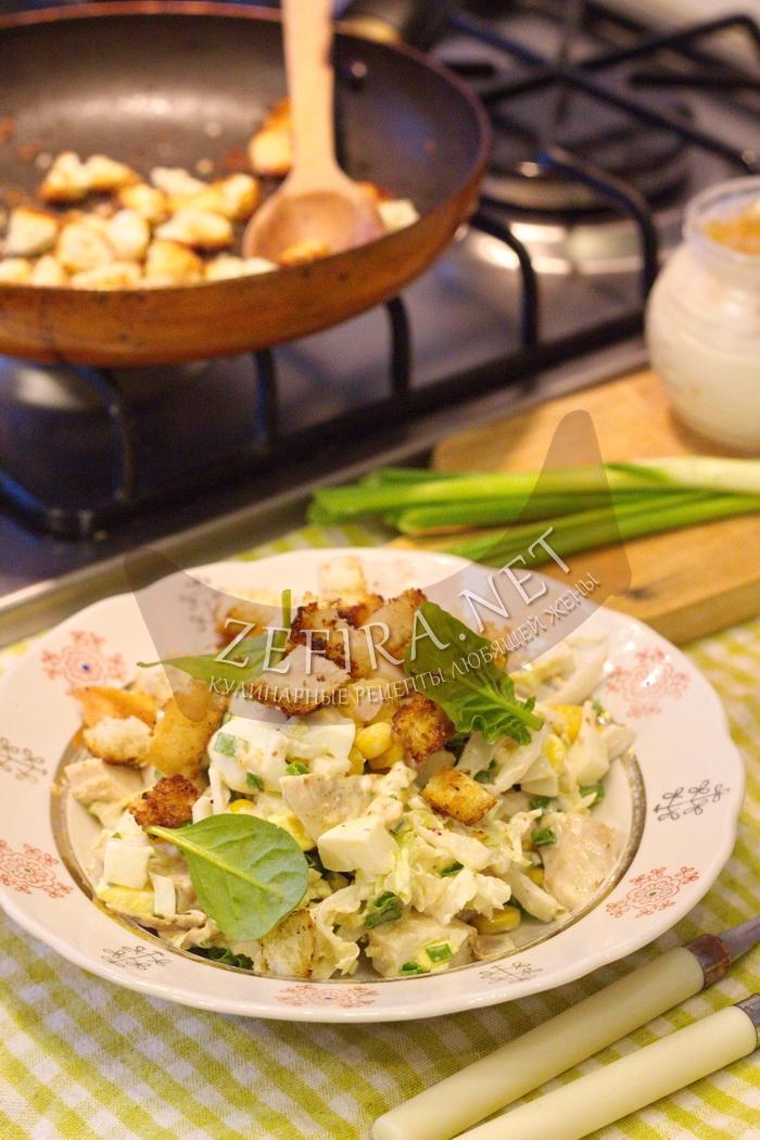 Салат из пекинской капусты с курицей и кукурузой - рецепт и фото