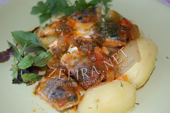 Простой рецепт скумбрии тушеной с овощами - рецепт и фото