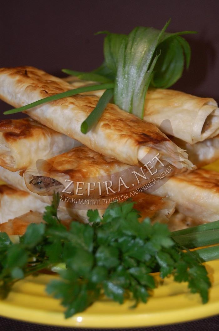 Вкусная закуска из лаваша с куриной печенью и сыром - рецепт и фото