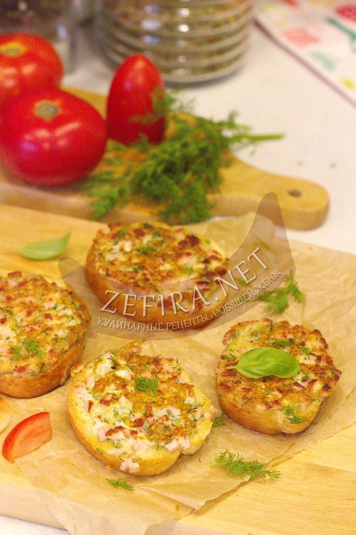 Бутерброды с сыром и колбасой на сковороде