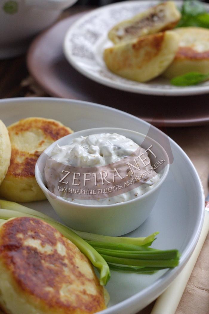 Вкусный и простой соус с маринованными огурцами - рецепт и фото