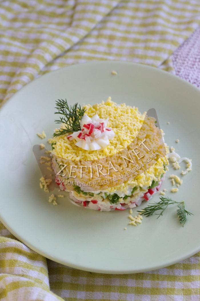 Рецепт салата с крабовыми палочками и плавленым сыром с фото