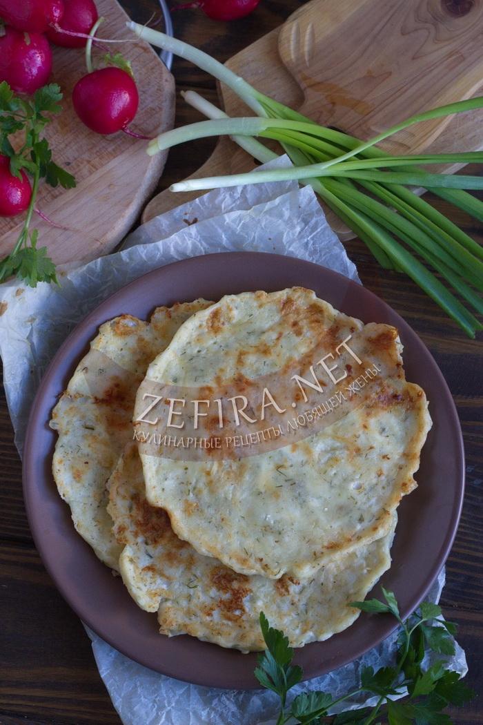 Быстрые сырные лепешки на сковороде - рецепт и фото