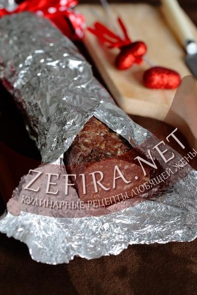 Шоколадная колбаса с орехами (фото)