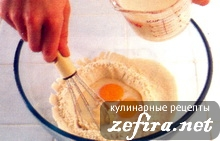 первый этап приготовления блинов