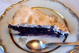 Чернично-творожный торт с безе