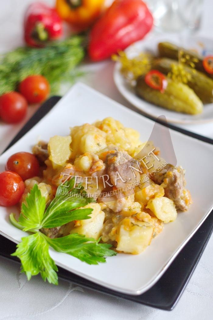 Тушеная картошка с мясом в кастрюле - рецепт и фото
