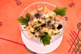 Салат из селедки с яблоками