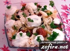 Салат с вялеными помидорами и карамелизованным луком