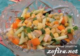 """Салат с овощами, ананасом и обжаренной куриной грудкой """"Радужный"""""""