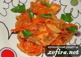 Рыбное филе с томатным соусом и овощами