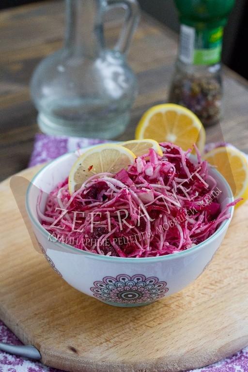 Рецепт диетического салата из капусты со свеклой с фото