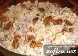 Рецепт вкусного салата из курицы с орехами и гренками