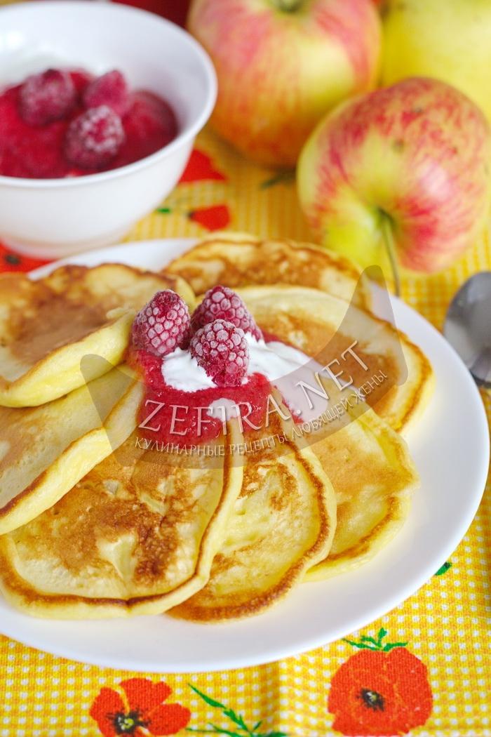 Рецепт вкусных пышных оладий на кефире с яблоками с фото