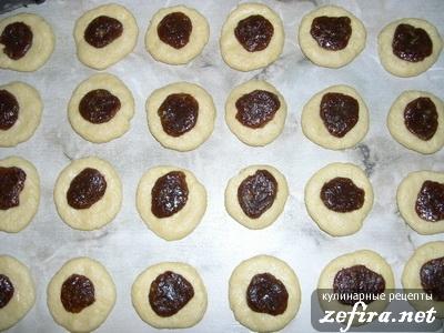 Печенье с финиками - выкладываем начинку
