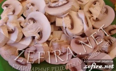 Пирожки из слоеного теста с грибами и курицей -2 этап