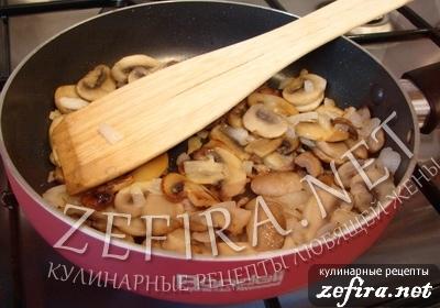 Пирожки из слоеного теста с грибами и курицей -5 этап