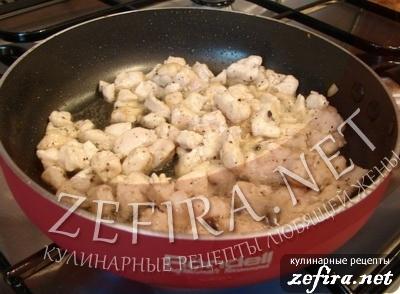 Пирожки из слоеного теста с грибами и курицей -6 этап