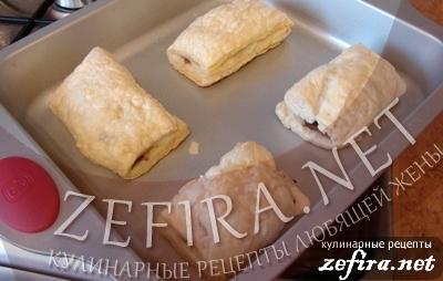 Пирожки из слоеного теста с грибами и курицей -8 этап