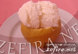 Запеченные яблоки со сливочным мороженым