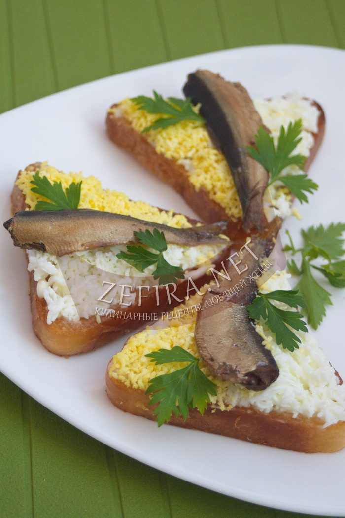 Очень вкусные бутерброды со шпротами и яйцом - рецепт и фото