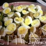 Тёплый салат со спаржевой фасолью и куриными печенками