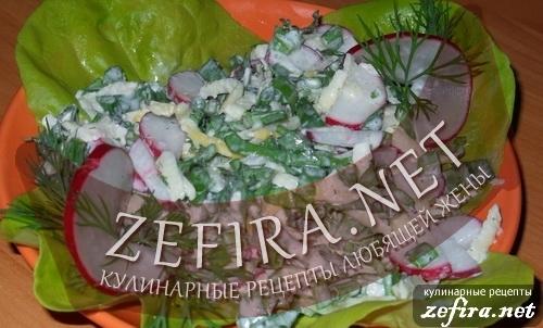 Летний салат со щавелем и редисом