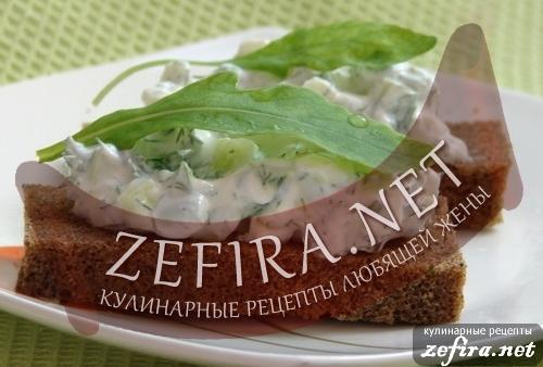 Закуска из творога, зелени и чесночных стрелок - летний рецепт