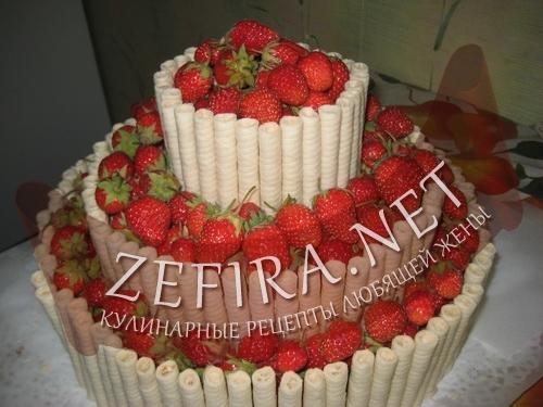"""Трехъярусный торт """"Клубничное изобилие"""""""
