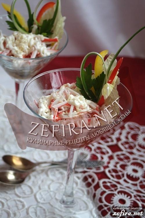 Теплый салат с грибами и крабовыми палочками