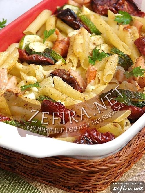 Запеканка из макарон с сосисками и овощами