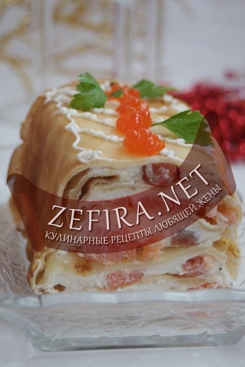 Блинный пирог с красной рыбой