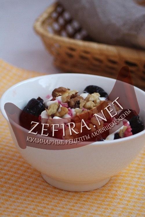 Салат из свеклы с орехами и черносливом