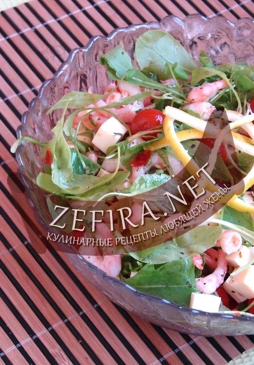 Салат с рукколой, маринованным сыром и креветками