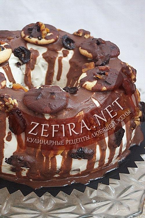 """Шоколадный торт """"Венок"""" - рецепт с черносливом, курагой и орехами"""